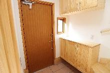暖かく暮らせる木製玄関ドアの家