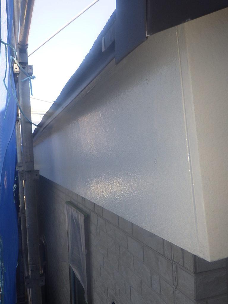外部塗装をしています。